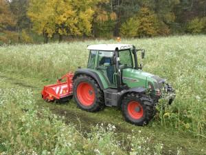 UM bagmonteret på traktor